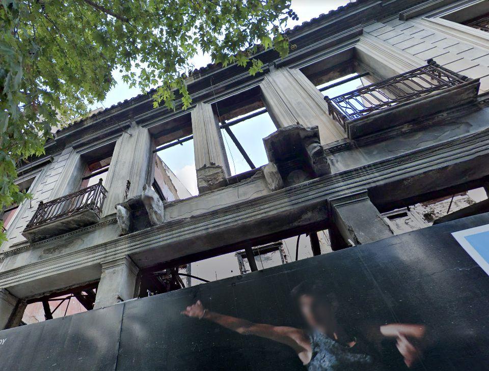 Το διατηρητέο κτίριο στην οδό Πραξιτέλους 24, κοντά στην Πλατεία Κλαυθμώνος