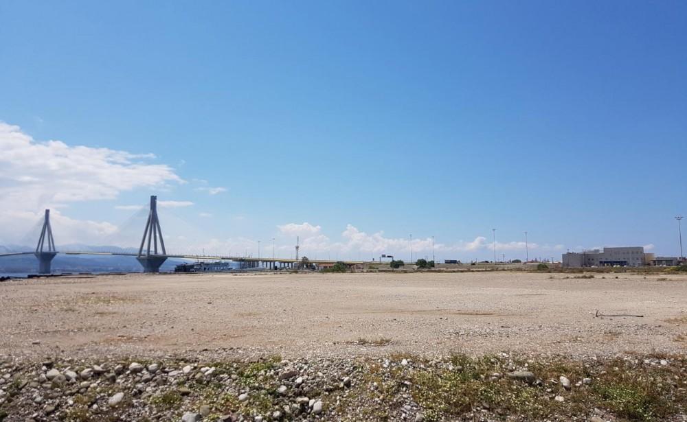 Η έκταση στο πρώην εργοτάξιο της Γέφυρας Ρίου - Αντιρρίου - Φωτό: ΤΑΙΠΕΔ