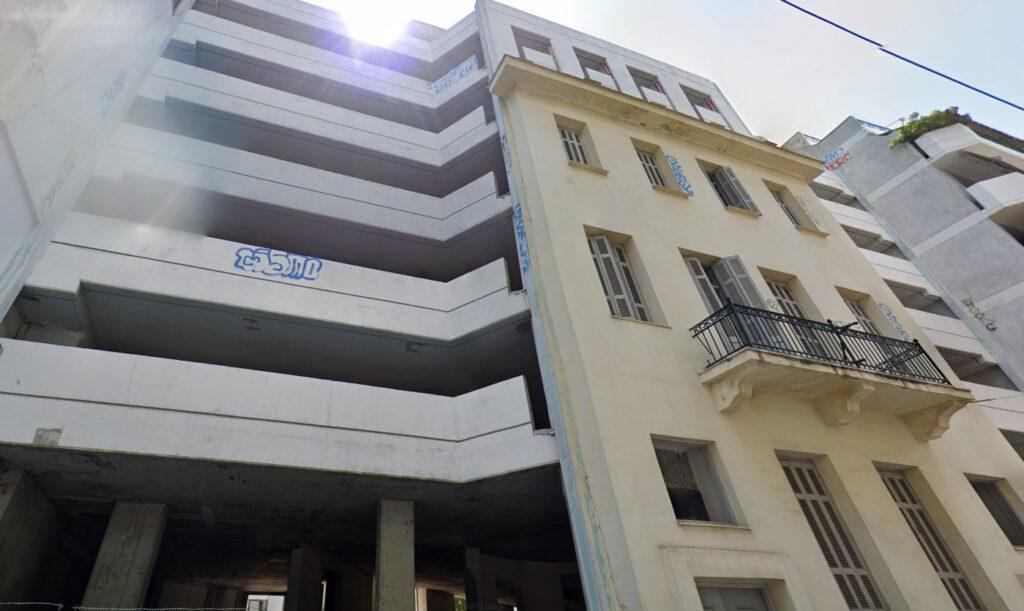 Το πολυώροφο parking στην περιοχή του Μακρυγιάννη, που σκοπεύει να μετατρέψει σε ξενοδοχείο η Μπλε Κέδρος