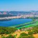 Άποψη των Ιωαννίνων και της Παμβώτιδας λίμνης - Design by Canva Pro