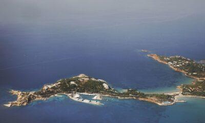 Άποψη της Βουλιαγμένης από ψηλά - Πηγή: Canva